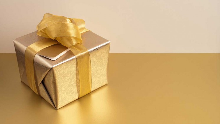 How to pick the 'right' amount to spend on holiday gifts — according to an economist